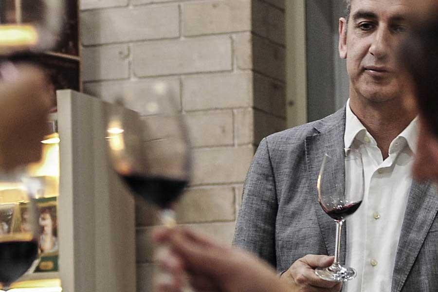 Vinergia Spanish Wines_Moments_Tasting Robert Hunter
